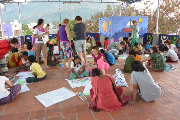 Evolutive art-therapy on the terrace of WIDE